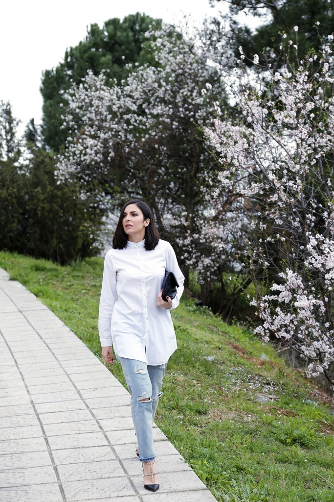 stella asteria white shirt and jeans
