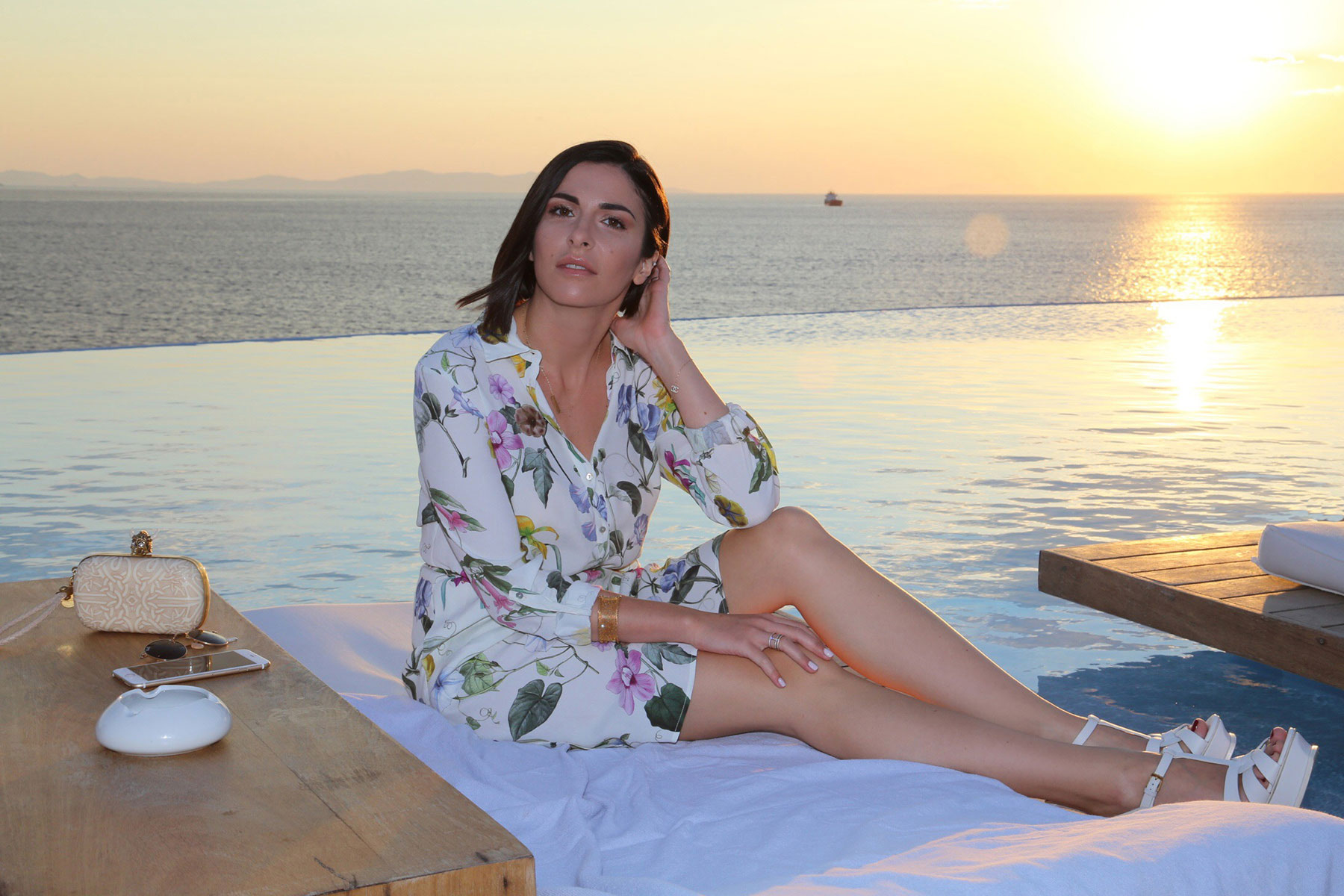 mykonos fashion blogger