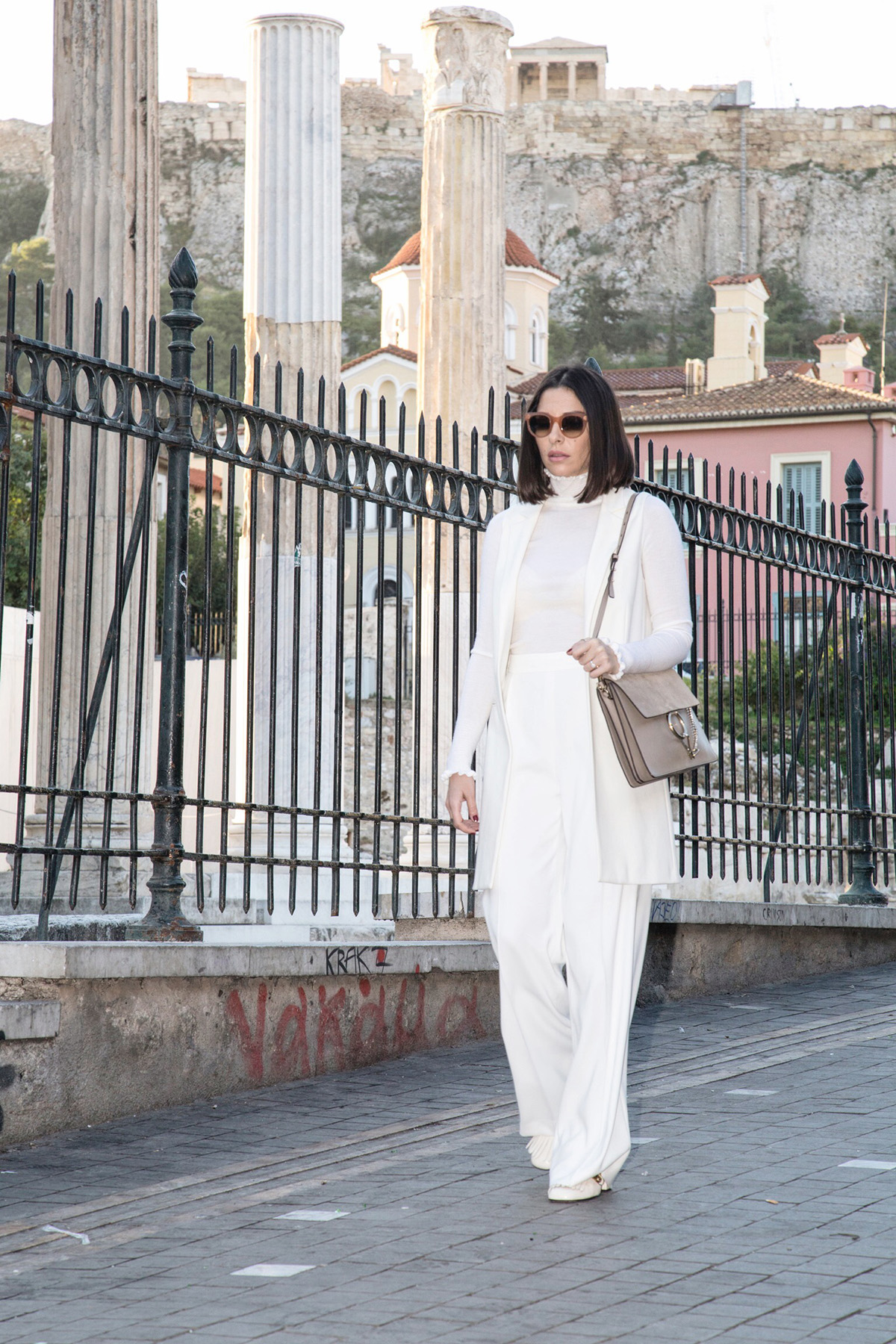 how to wear an all white look