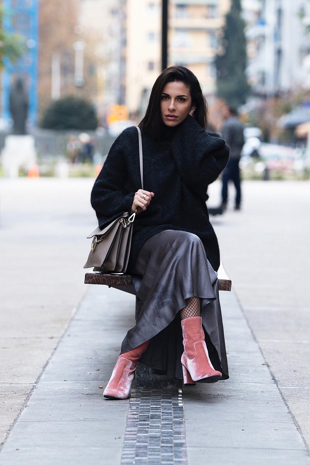 pink velvet boots & grey look