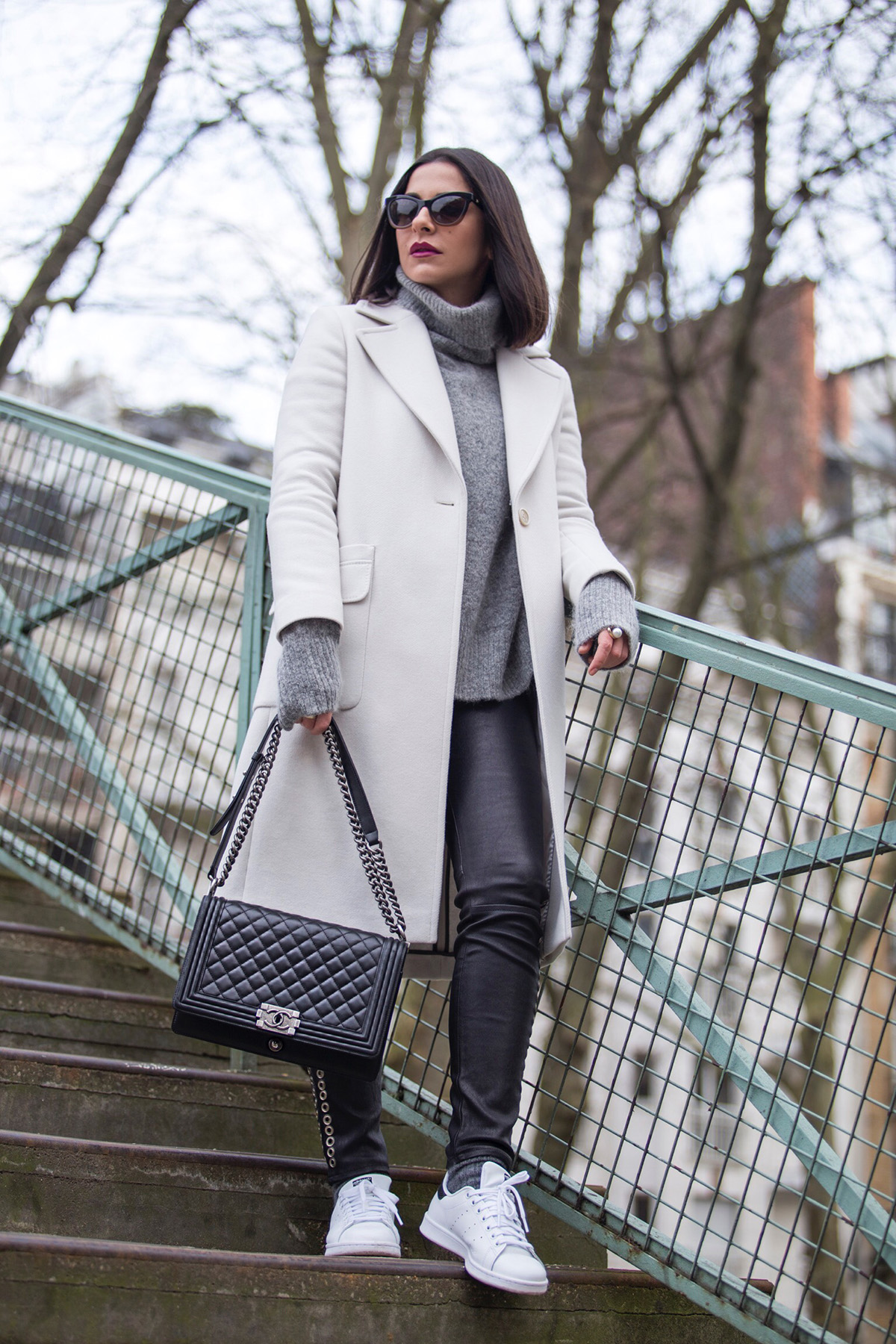 Stella Asteria Fashion & Lifestyle Blogger wearing a monochrome casual look in Paris