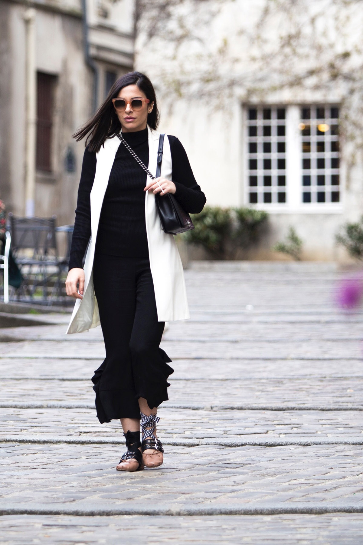 black and white casual chic street style by Stella Asteria - Fashion & Lifestyle Blogger