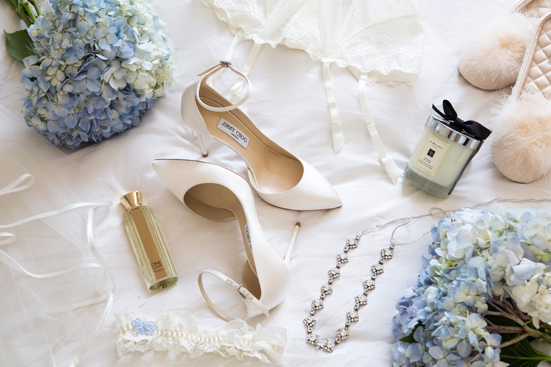 Bridal Essentials - Now that you found your bridal gown, the next step is choosing the finishing touches. Read on for my bridal essentials checklist and advice on picking the perfect accessories.