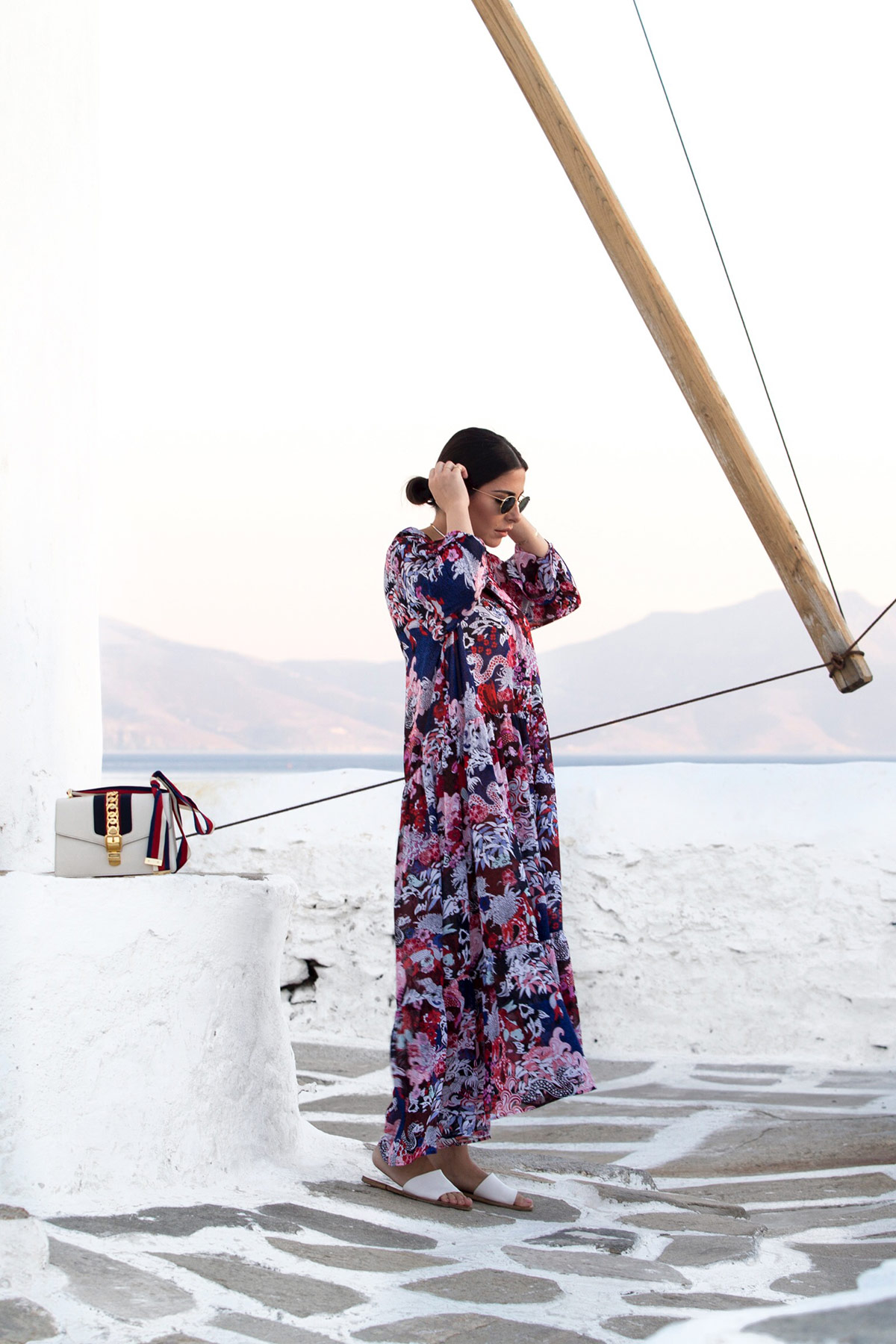 Lazy day outfit with oversized printed dress from Asos by Stella Asteria - Fashion & Lifestyle blogger. Worn with flat sandals and Gucci Sylvie bag.