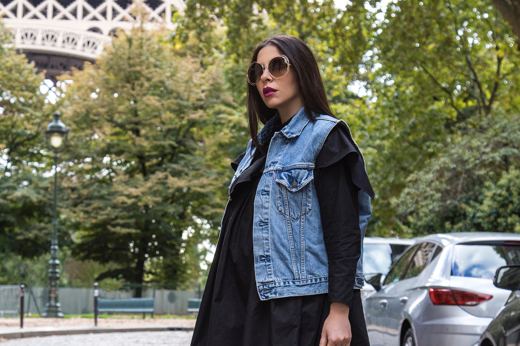 off-duty total black look with a pop of color by Stella Asteria - Lifestyle and Fashion Blogger - Paris Street Style inspiration, pregnancy style and how to dress the bump