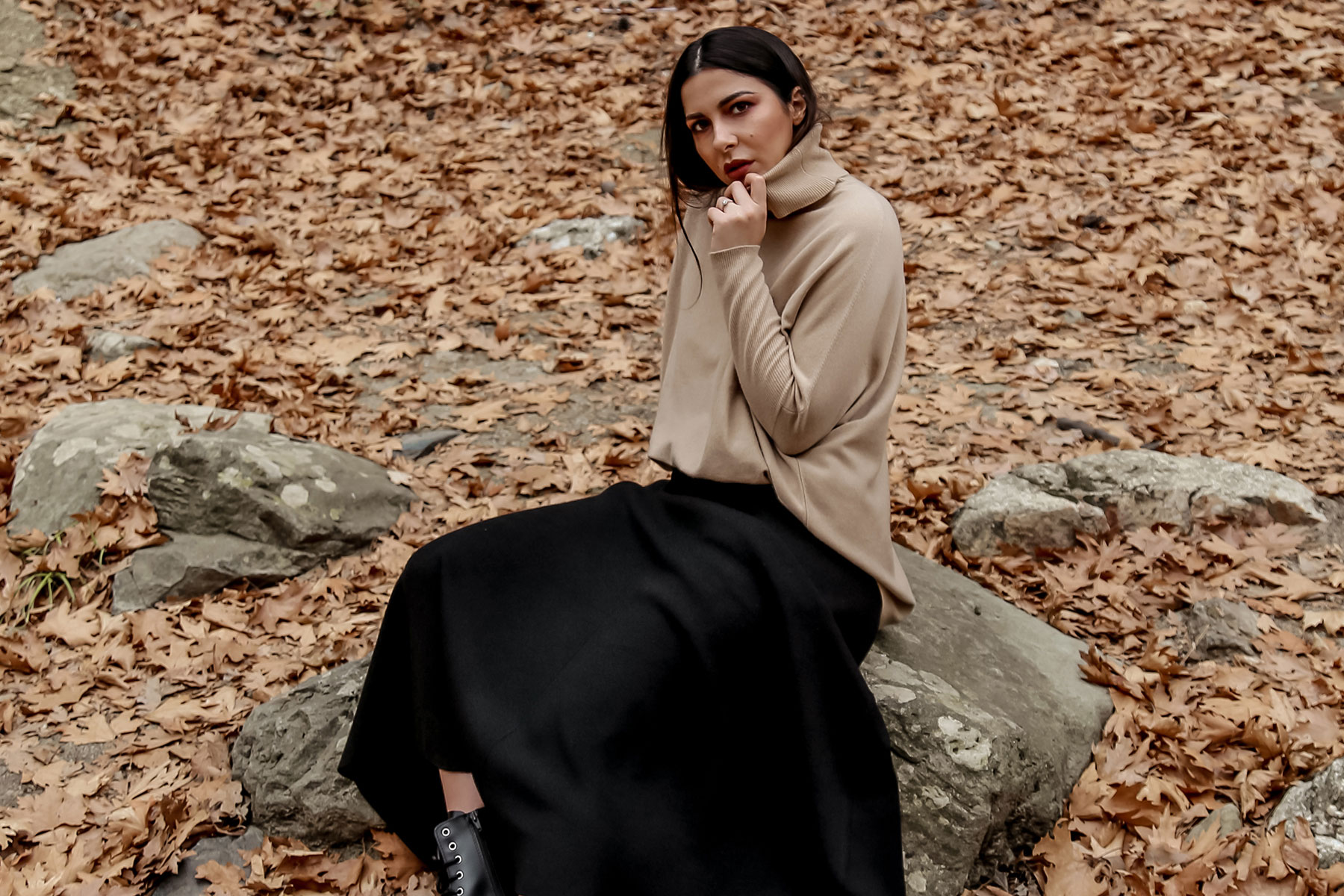 fall wardrobe staples by Stella Asteria - wearing turtleneck sweater with knit skirt and Dr Martens boots
