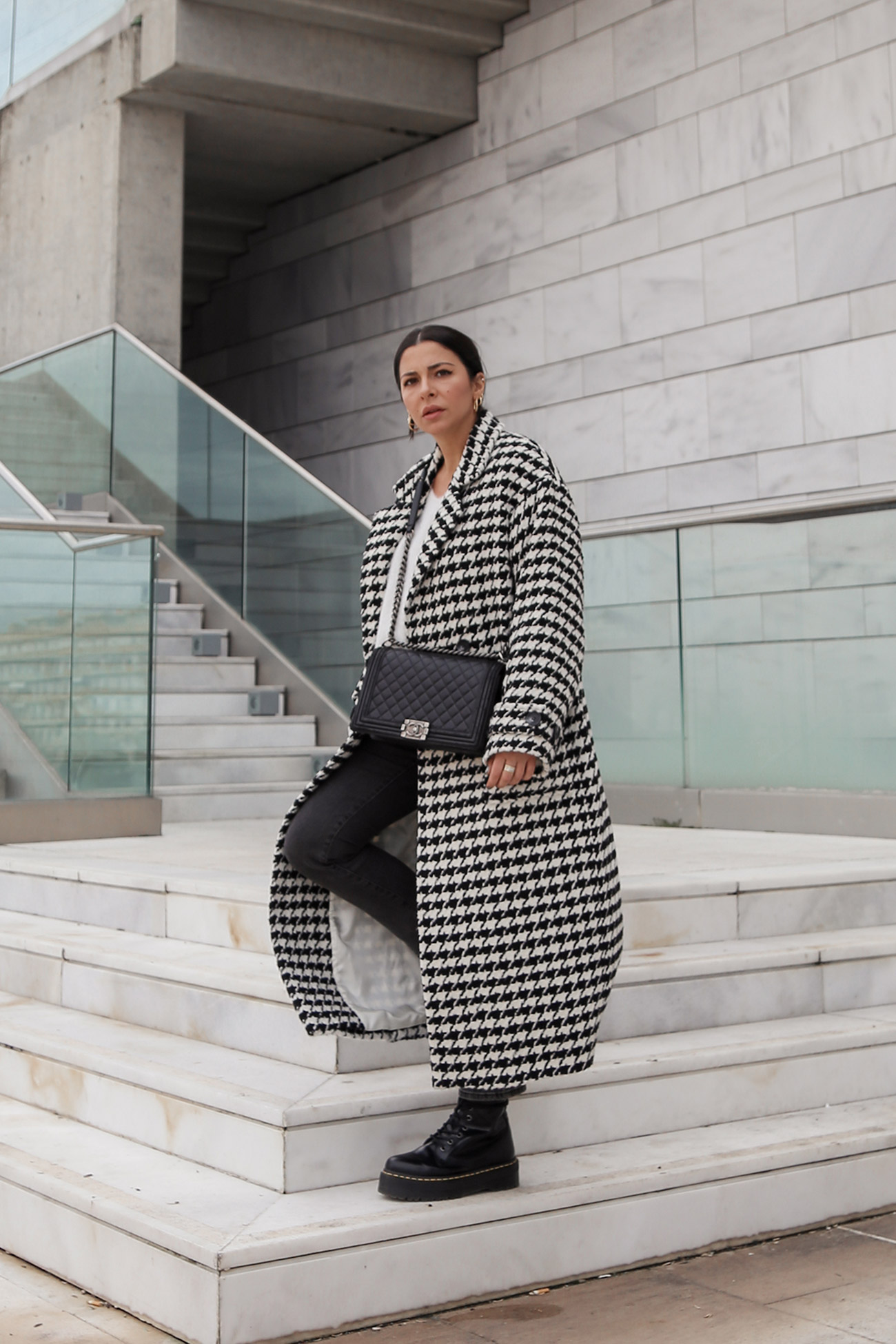 long houndstooth coat from H&M worn by Stella Asteria