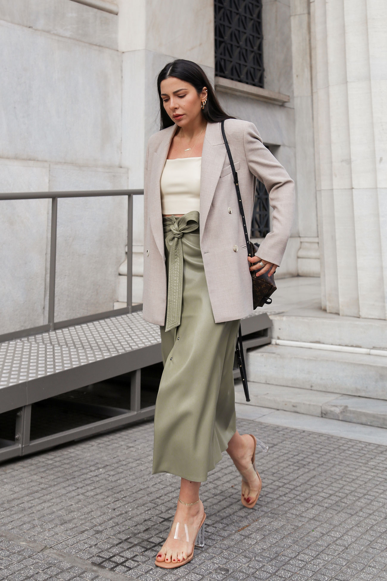 How to style a faux leather skirt - 2 ways on how to wear a (faux) leather skirt for spring summer by Stella Asteria