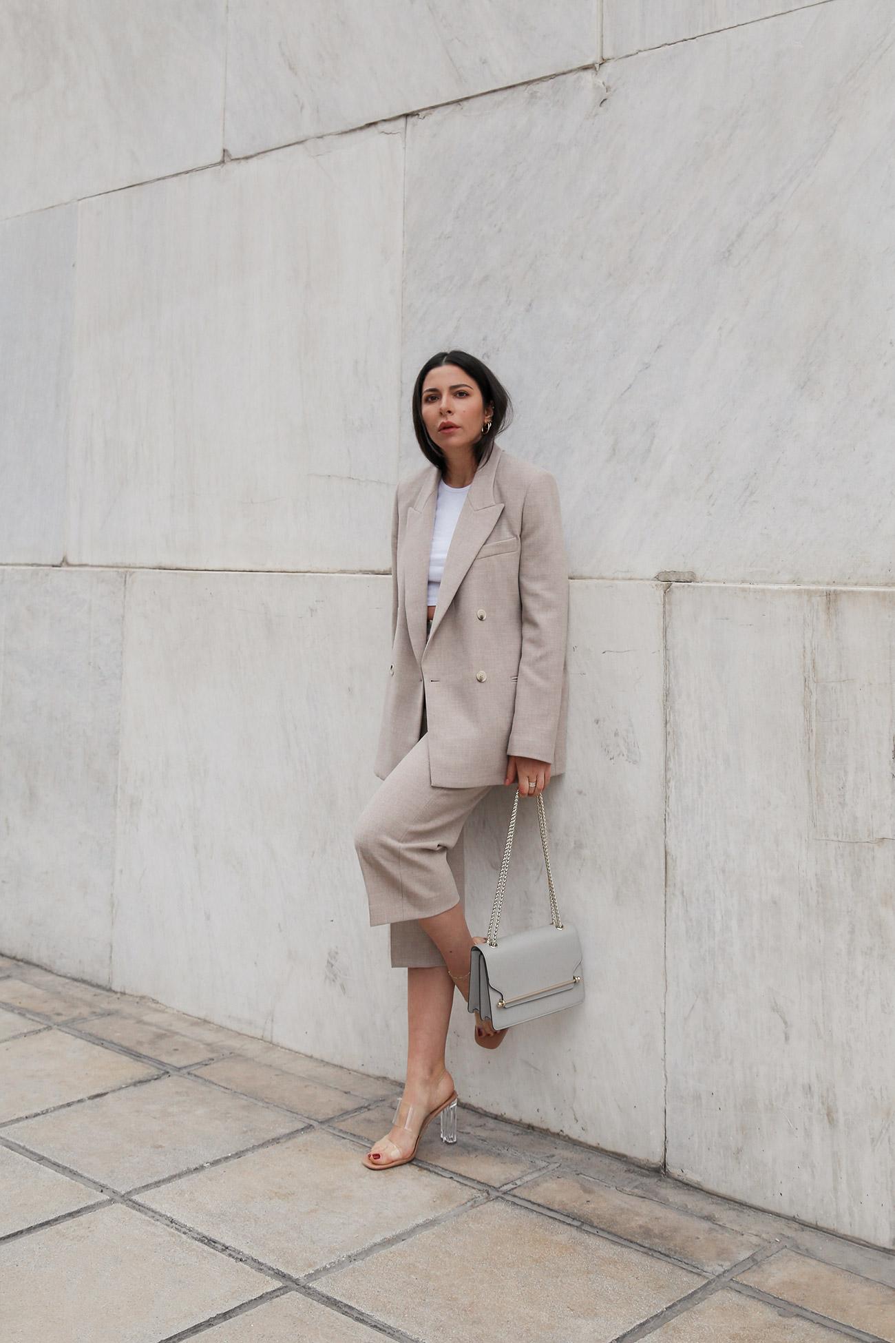 Stella Asteria wearing a beige Bermuda suit