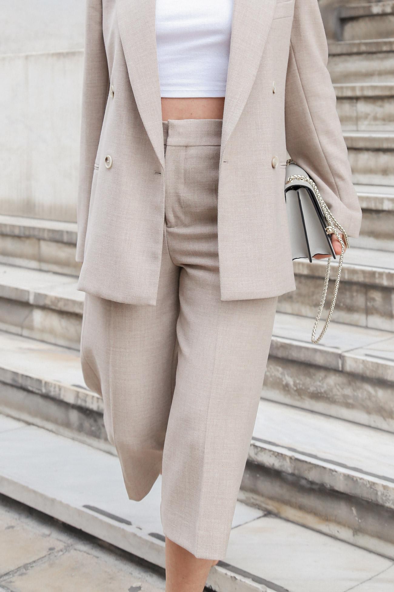 Bermuda suit details